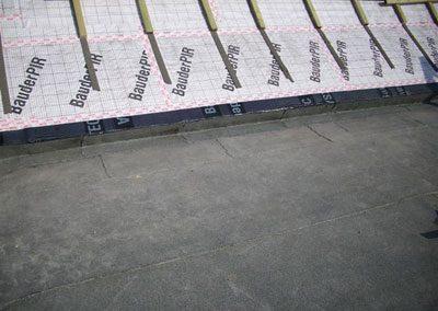 Anschluss am Steildach mit der 2. und letzten Abdichtungslage aufgbracht.